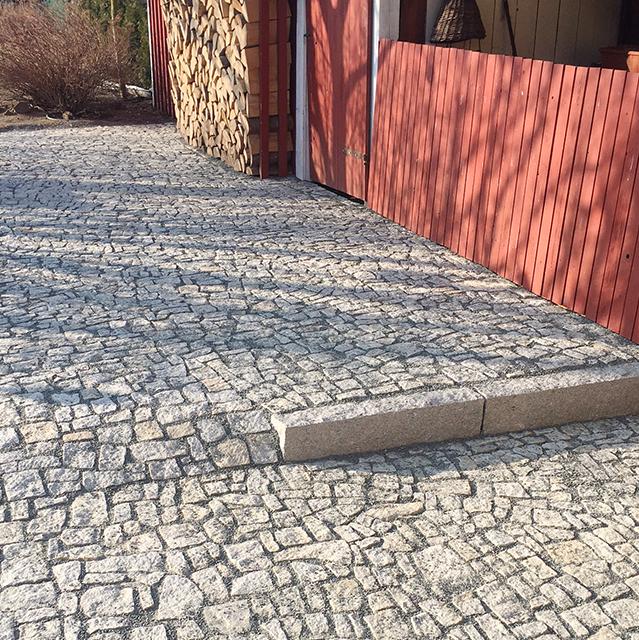 Kamenná dlažba Strong Silver - detail schodu