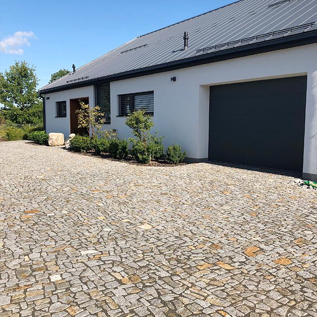 Moderní dům dlažba z kamene