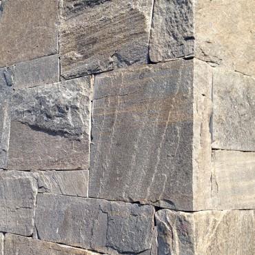 Detail kamenného rohu fasády